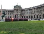 Heldenplatz mit Eingang zur Nationalbibliothek und Prinz Eugen Reiterstandbild, ©bundesligainwien.at